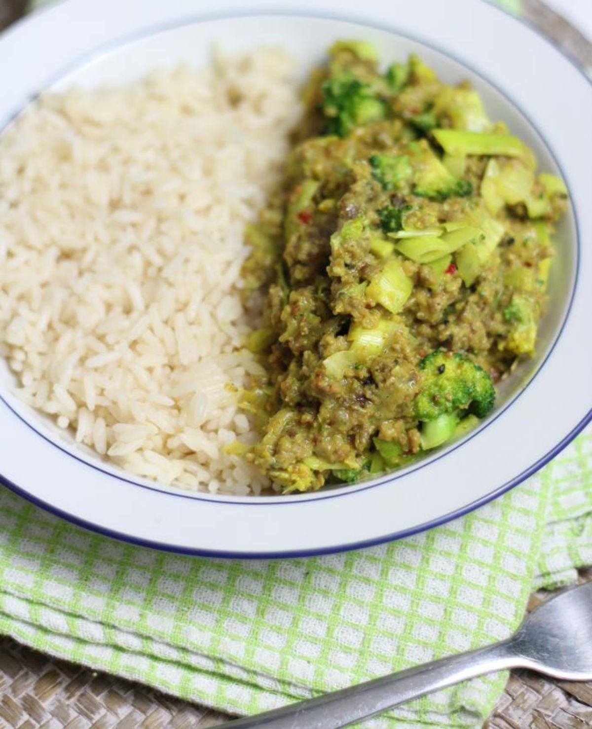 Rijstschotel met gehakt en broccoli