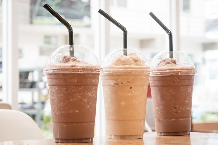 Zomerhit(te): Starbucks heeft nu ijsblokjes met koffiesmaak