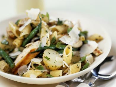 Recept: warm pastaslaatje met kip