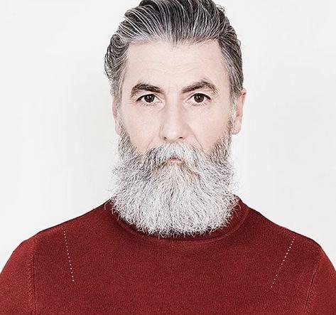 Indrukwekkend: deze man werd model op zijn 60e en de reden zal je verrassen!