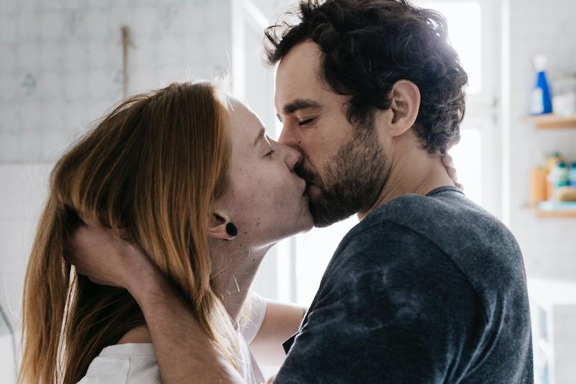 Milou over haar open relatie: 'Soms voel ik me buitengesloten, als David met een ander in bed ligt terwijl ik thuis ben'