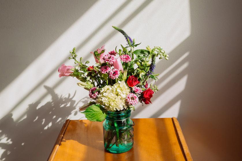 Lang leve de liefde: met déze handige tips blijft jouw valentijnsboeket langer mooi