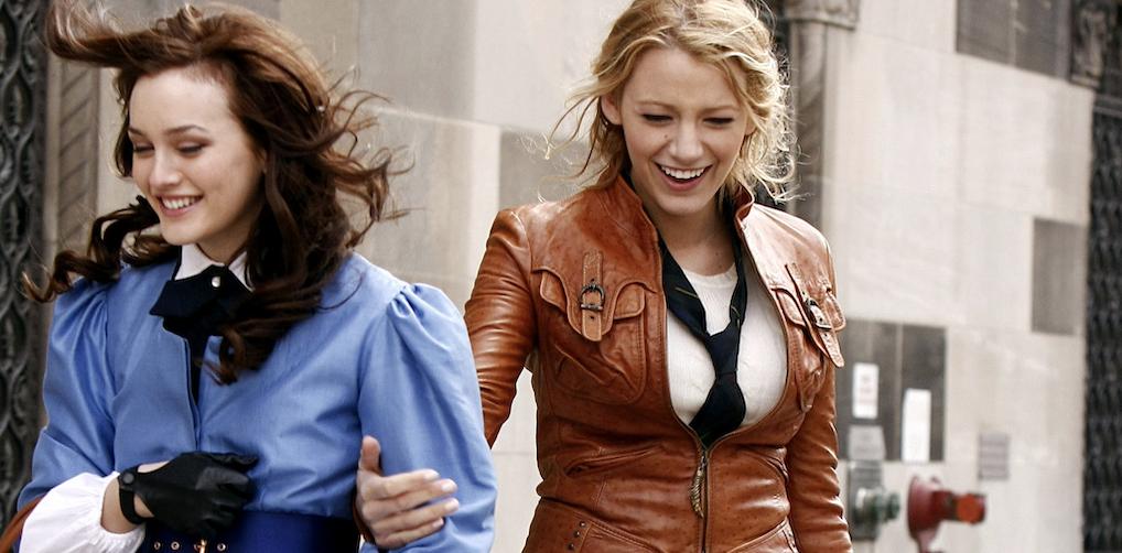 Waarom het volgens psychologen héél logisch is dat we 81x 'Friends' of 'Gossip Girl' kijken
