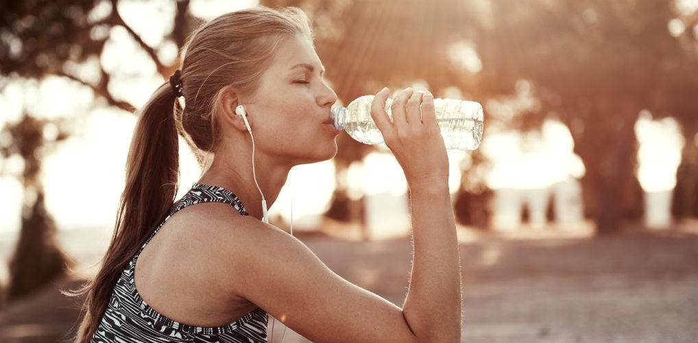 Waterflesje schoonmaken? Zo vaak in de week moet het