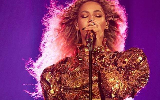 Beyoncé had een ongelukje op het podium, maar haar reactie was flawless