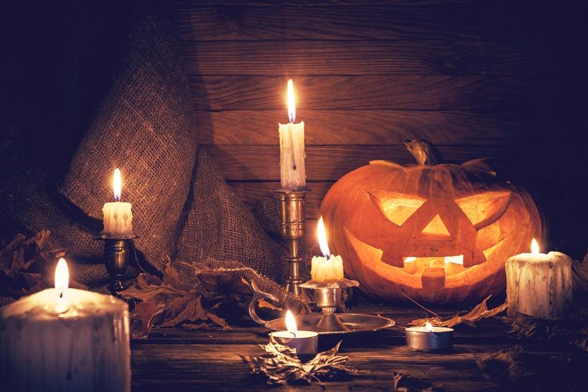 Knus herfsttafereel: zo maak je romantische lichtjes van pompoen