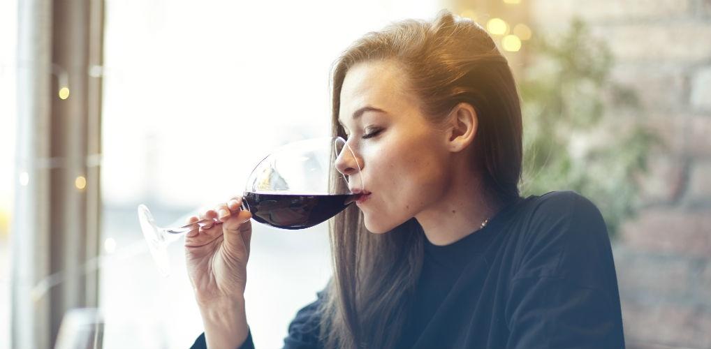 Trek die fles maar open: rode wijn drinken voor het slapen zorgt voor gewichtsverlies