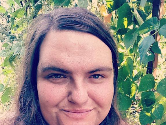 Video: vrouw besluit na 13 jaar haar baard niet meer te scheren!