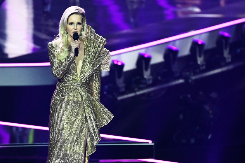 Ze is zo gewoon gebleven: Chantal Janzen onthult bijzondere gedachte achter Songfestival-jurk