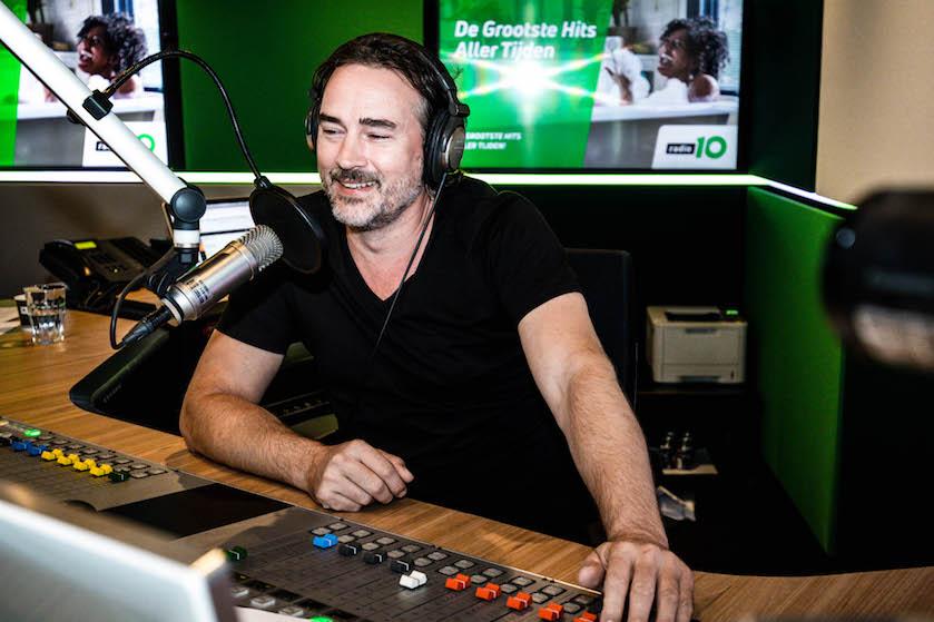 Hartverscheurend: radio-dj Jeroen Nieuwenhuize verliest zoontje vlak na geboorte
