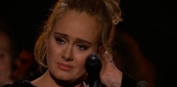 WOW: Adele draagt Grammy op aan Beyonce