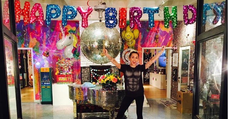 Wow: dit was het over-the-top verrassingsfeestje van Miley Cyrus
