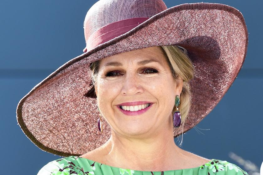 Koningin Máxima trekt opvallende kleur jurk aan: 'Zo zien we haar niet vaak'