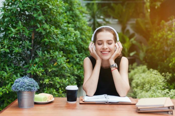 Waarom je nu moet beginnen met podcasts luisteren