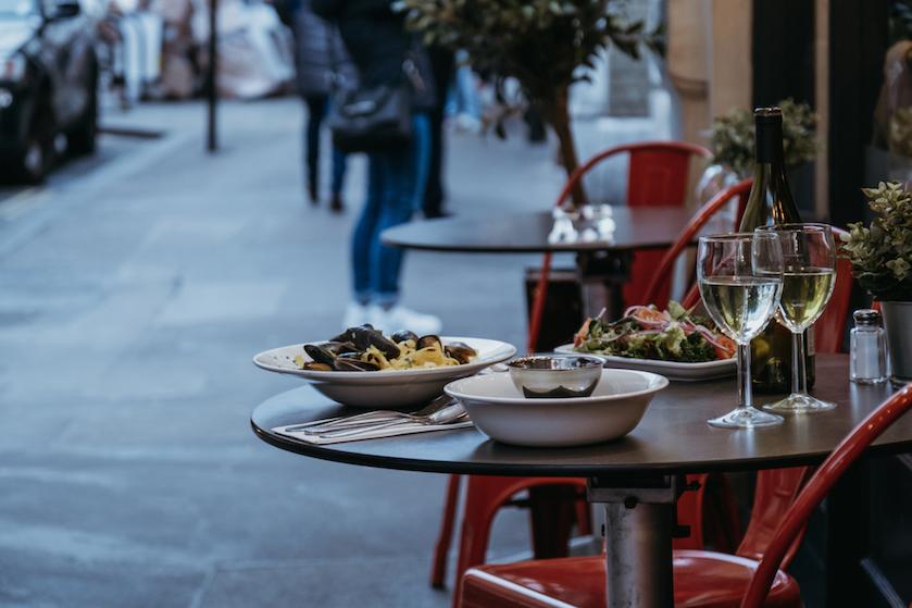 Oók weer ontbijten en dineren op het terras (#yay!): 'Vanaf volgende week déze versoepelingen'