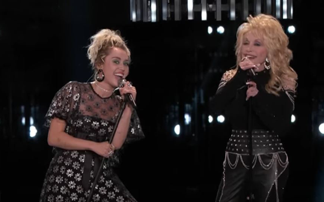 Video: Miley Cyrus zingt met Dolly Parton en het klinkt fe-no-me-naal