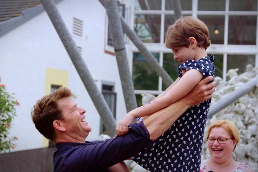 Kijkers massaal in tranen door eerste aflevering 'Beau Five Days Inside' en roemen presentator