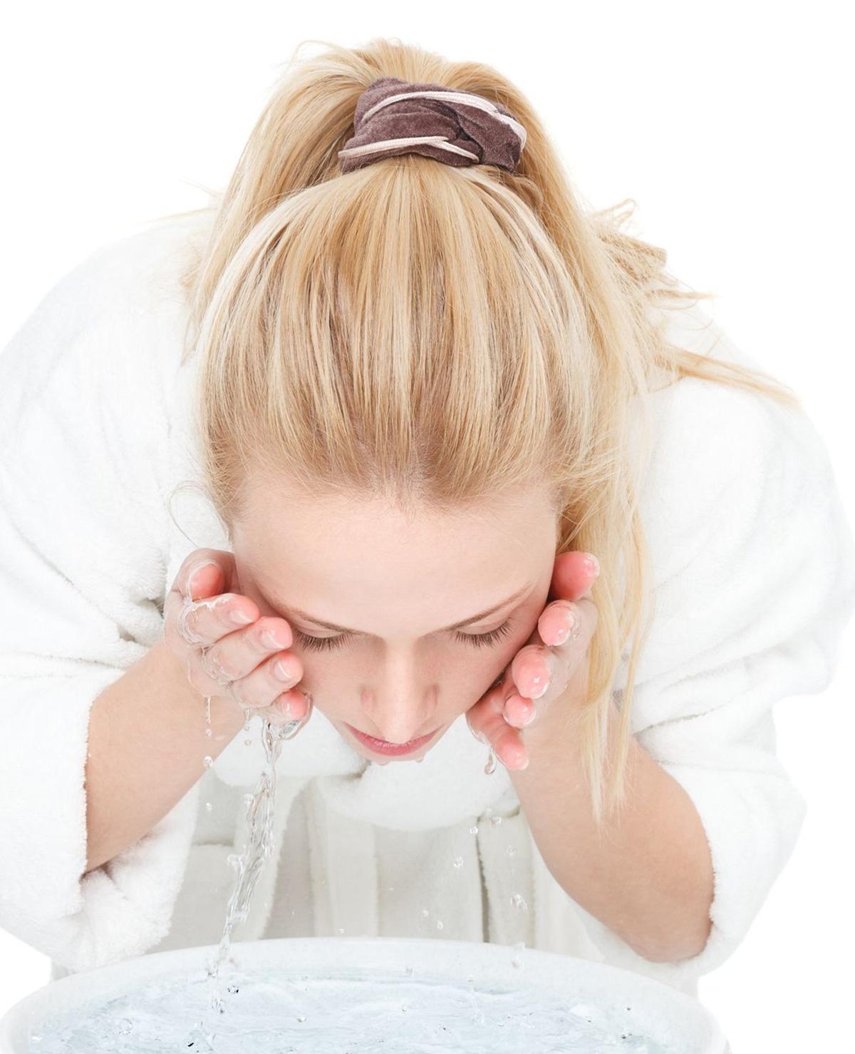 10 fouten die je maakt bij het schoonmaken van je gezicht
