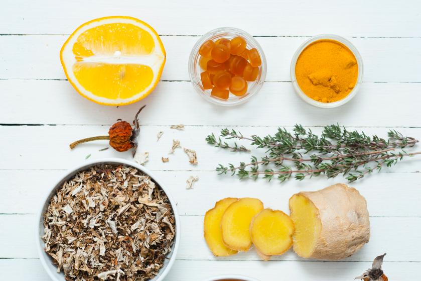 Last van keelpijn? Deze 7 voedingsmiddelen werken nóg beter dan honing