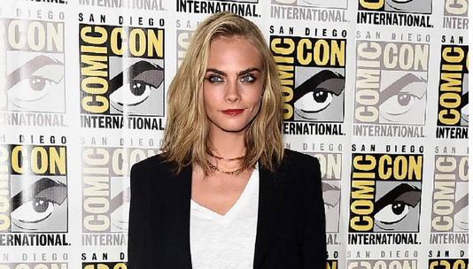 Cara Delevinge weer single