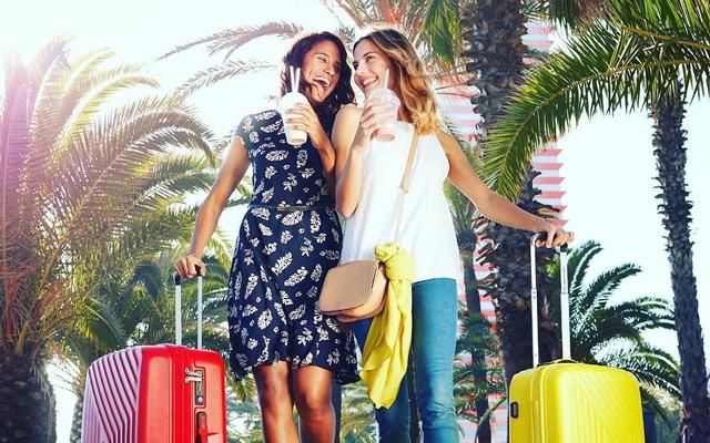 Deze reiskoffers van American Tourister zijn zo leuk dat we nú op vakantie willen!