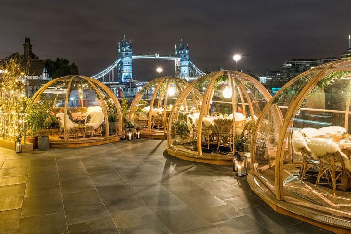 Deze iglo's vormen het perfecte decor voor een romantisch avondje uit