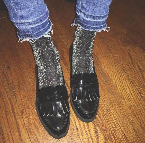 ZIEN: 12x winterse outfits waarin sokken de hoofdrol spelen
