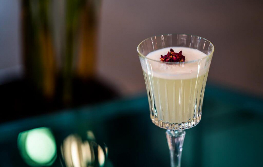 Aan de borrel: deze 4 cocktails bevatten minder calorieën