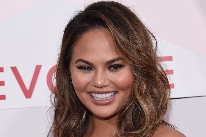 Chrissy Teigen openhartig over IVF-behandeling