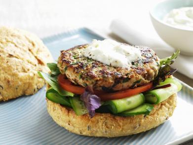 Recept: kipburgers met knoflooksaus