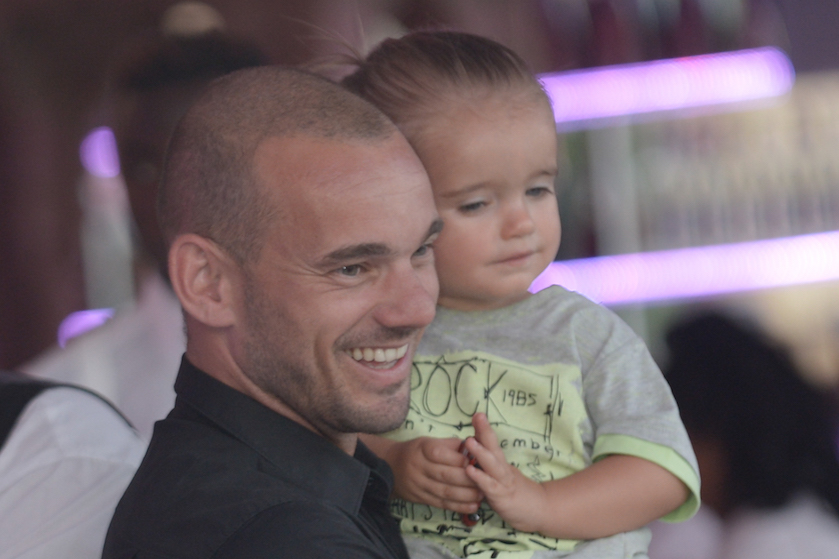 Wesley Sneijder in nieuwe biografie: 'Als Yolanthe er niet was, waren er feesten, vrouwen en drank'