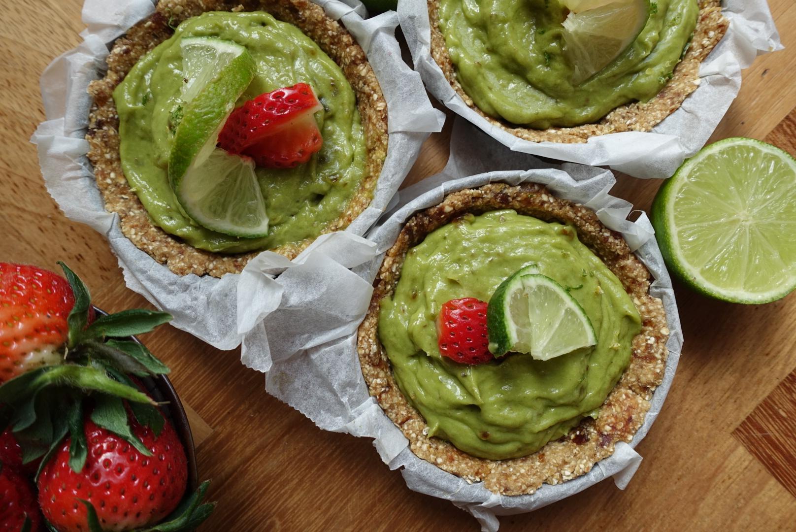 Vegan paasreceptje: Avocado-limoen taartjes met zoete aardbeien
