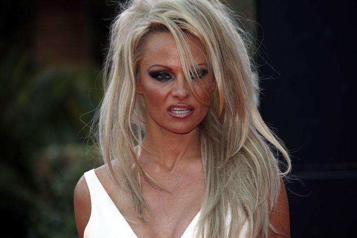 Wauw: Pamela Anderson bijna onherkenbaar met natuurlijke look