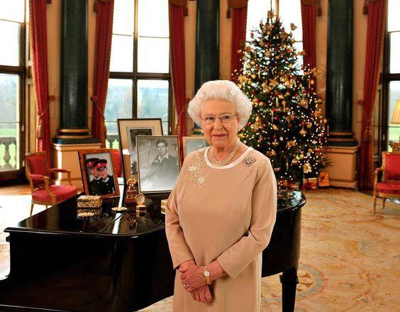 Wow! Dit at de Britse Royal Family dit jaar met Kerstmis