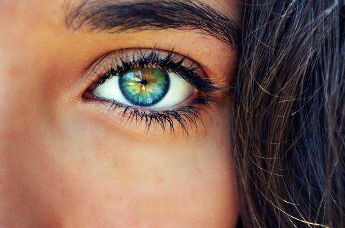 BEWEZEN: Mensen met déze oogkleur zijn het aantrekkelijkst!