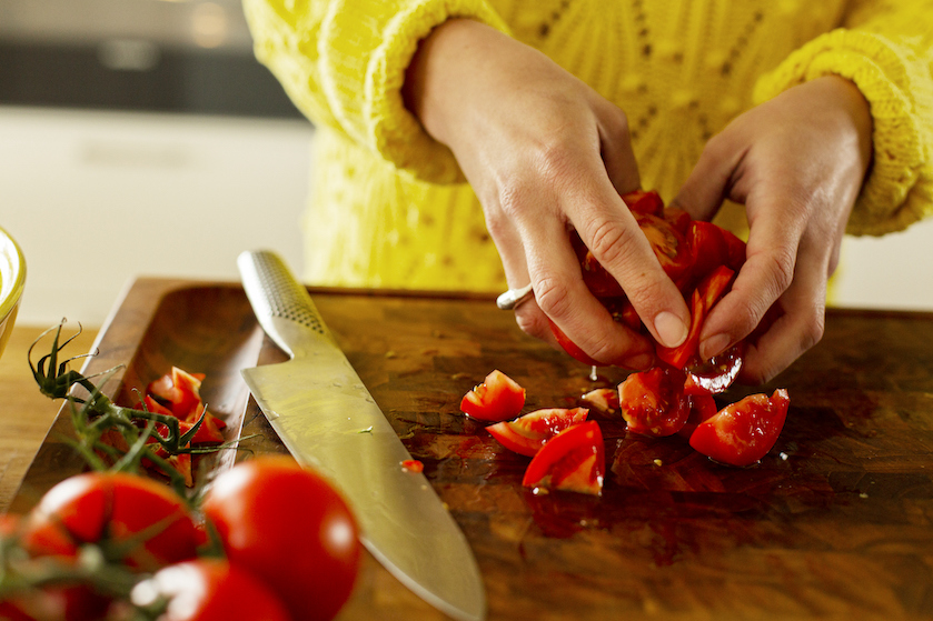 Tomaten snijden in 10 seconden doe je zo (top truc)