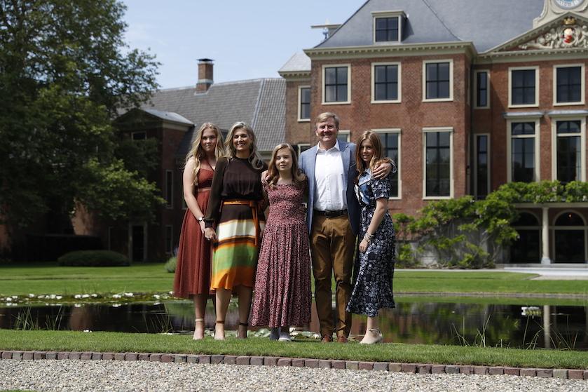 Eerste glimp: koninklijke familie poseert voor jaarlijkse fotosessie