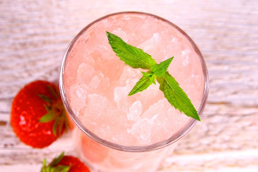 Cheers! De roséwijn-slushpuppie is het perfecte drankje voor de komende warme dagen