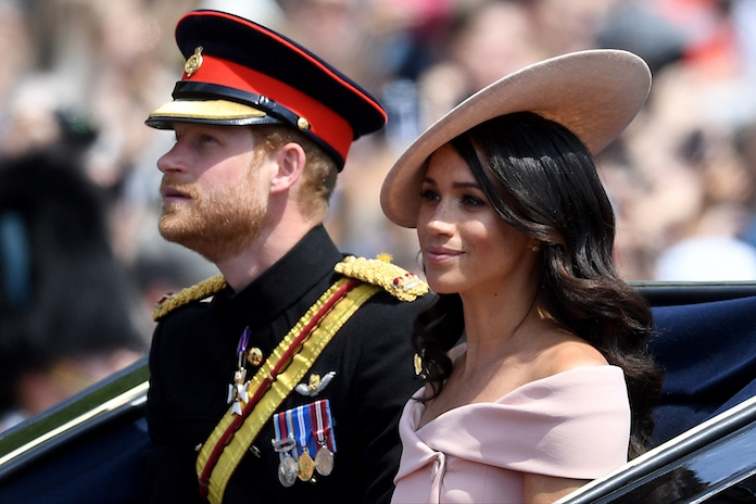 Té cute: Harry helpt onzekere Meghan stiekem voor oog van de pers