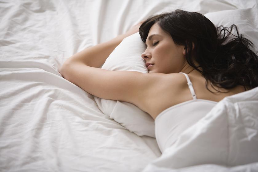 Slaap je altijd aan de linkerkant? Dan ben je een positief mens