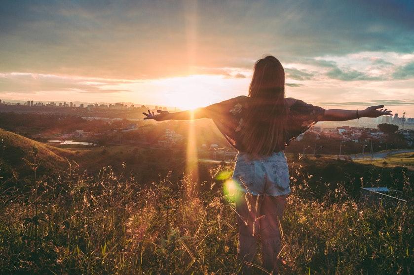 Dít is de reden dat we zo gelukkig worden van de zon