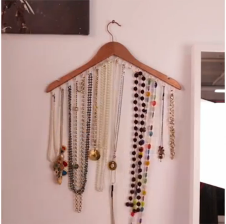 DIY: maak deze sieradenhanger in 5 minuten