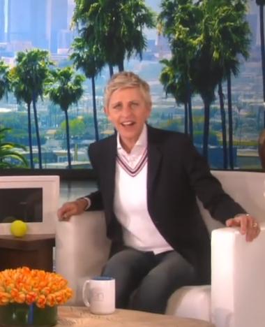 Man verbaast talkshowhost Ellen met iPad kunstjes