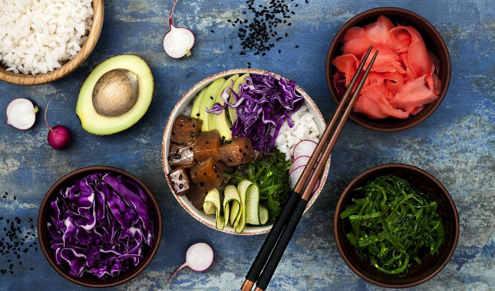 Wat is een poké bowl en hoe maak je het?