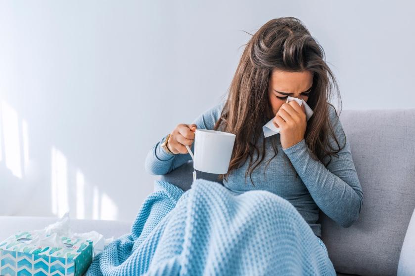 Hatsjoe! Kun je echt verkouden worden door koud weer?