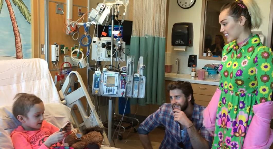 HARTVERWARMEND: 8-jarig kankerpatiëntje zingt liedje voor Miley Cyrus