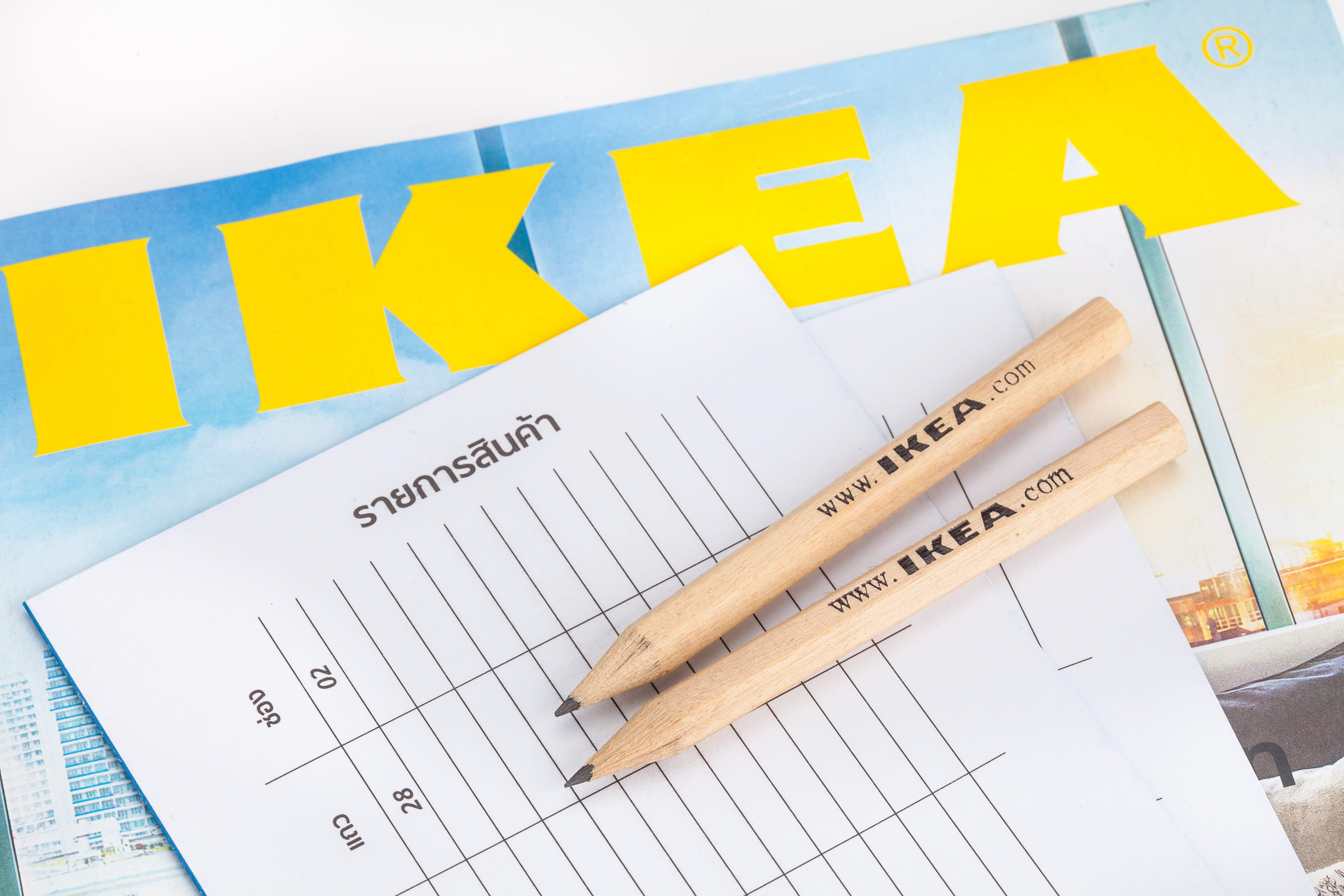 13 dingen die al-tijd gebeuren als je een IKEA-meubel in elkaar zet