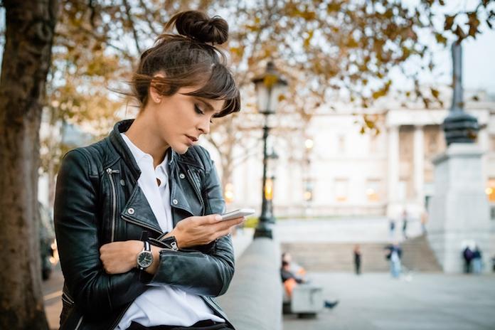 Opgebiecht: 'Ik lees alle berichten op de telefoon van mijn vriend'