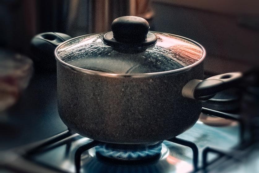Lifehack: zo kookt je pan nooit meer over