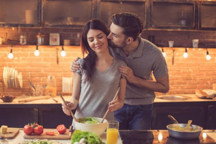 Het huishoudboekje van Jora: 'Mijn vriend en ik zijn verslaafd aan lekker eten'